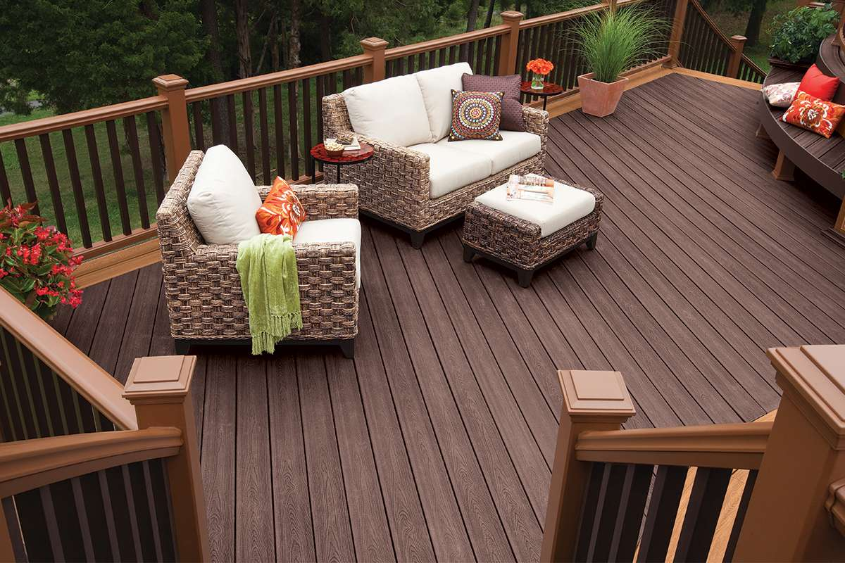 trex-transcend-decking-railing-vintage-lantern-tree-house-furniture